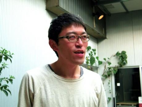 カフェスローの間宮俊賢さん。優しい語り口の中に、地域通貨への熱い想いが見え隠れする。