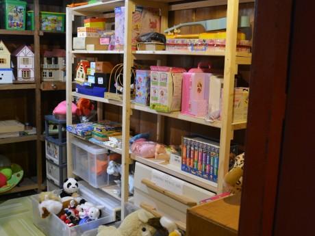 蔵の中はおもちゃの宝庫