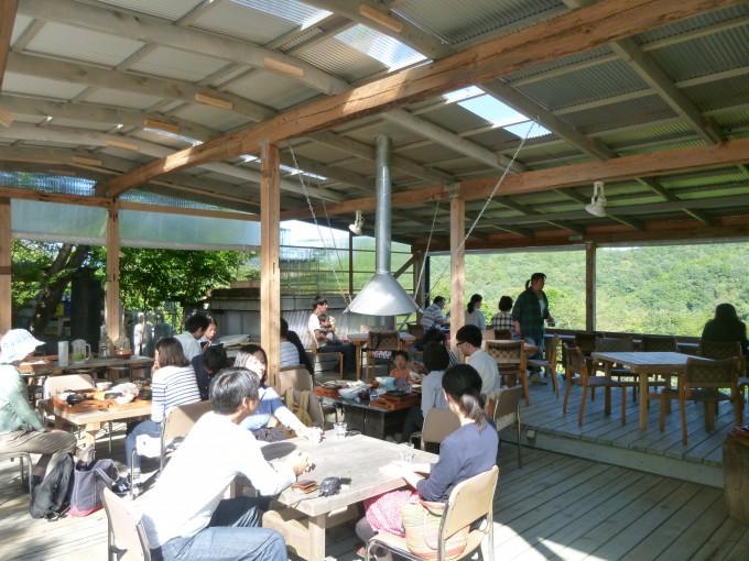 ランチは藤野の山並みが絶景の「直子の台所」へ。ごはんも空気もおいしい!