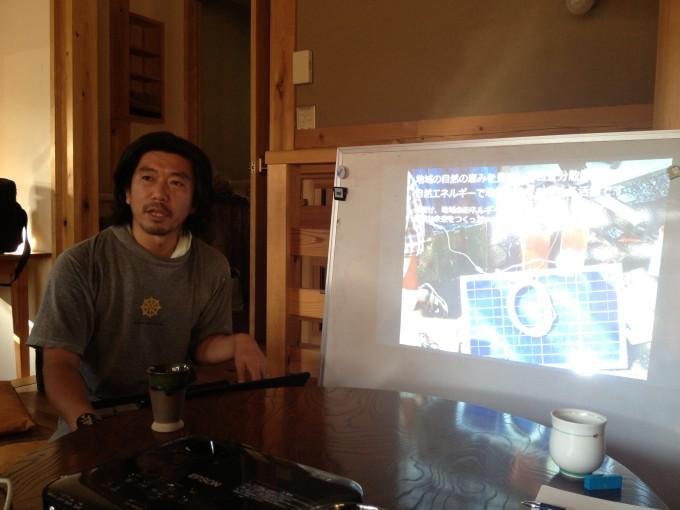 市民電力のワークショップなどで全国を飛び回っている小田嶋電哲さん。